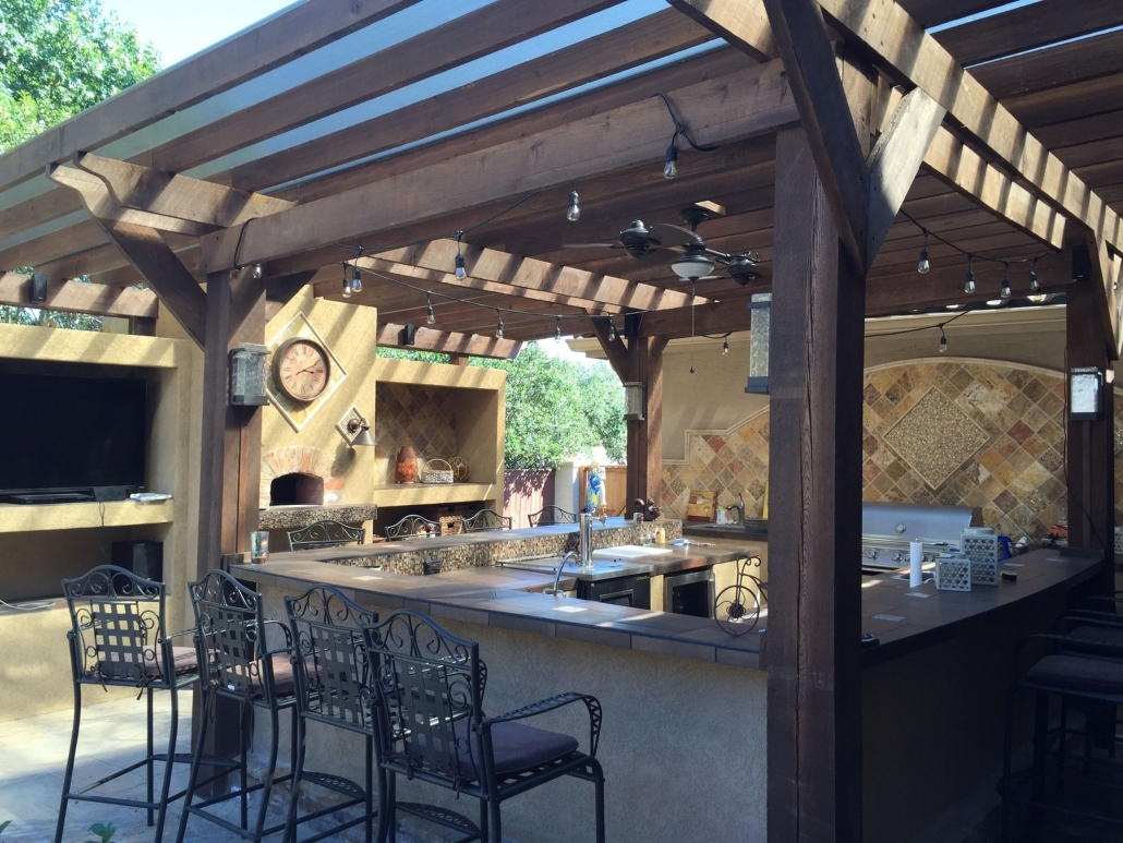 6 Reasons You Need an Outdoor Kitchen in Las Vegas - Blog